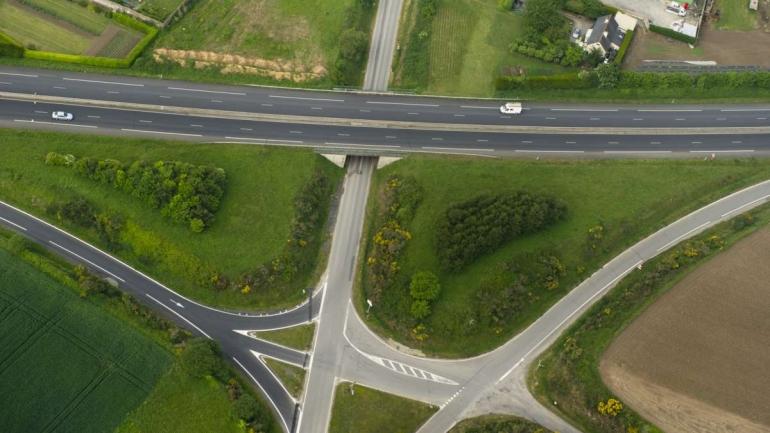 Echangeur RD 137 Saint Pierre © Laurent Mignaux Terra.jpg