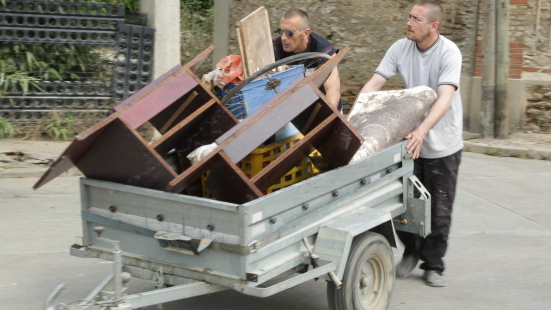 Nettoyage décrue Villeneuve-le-roi juin 2016