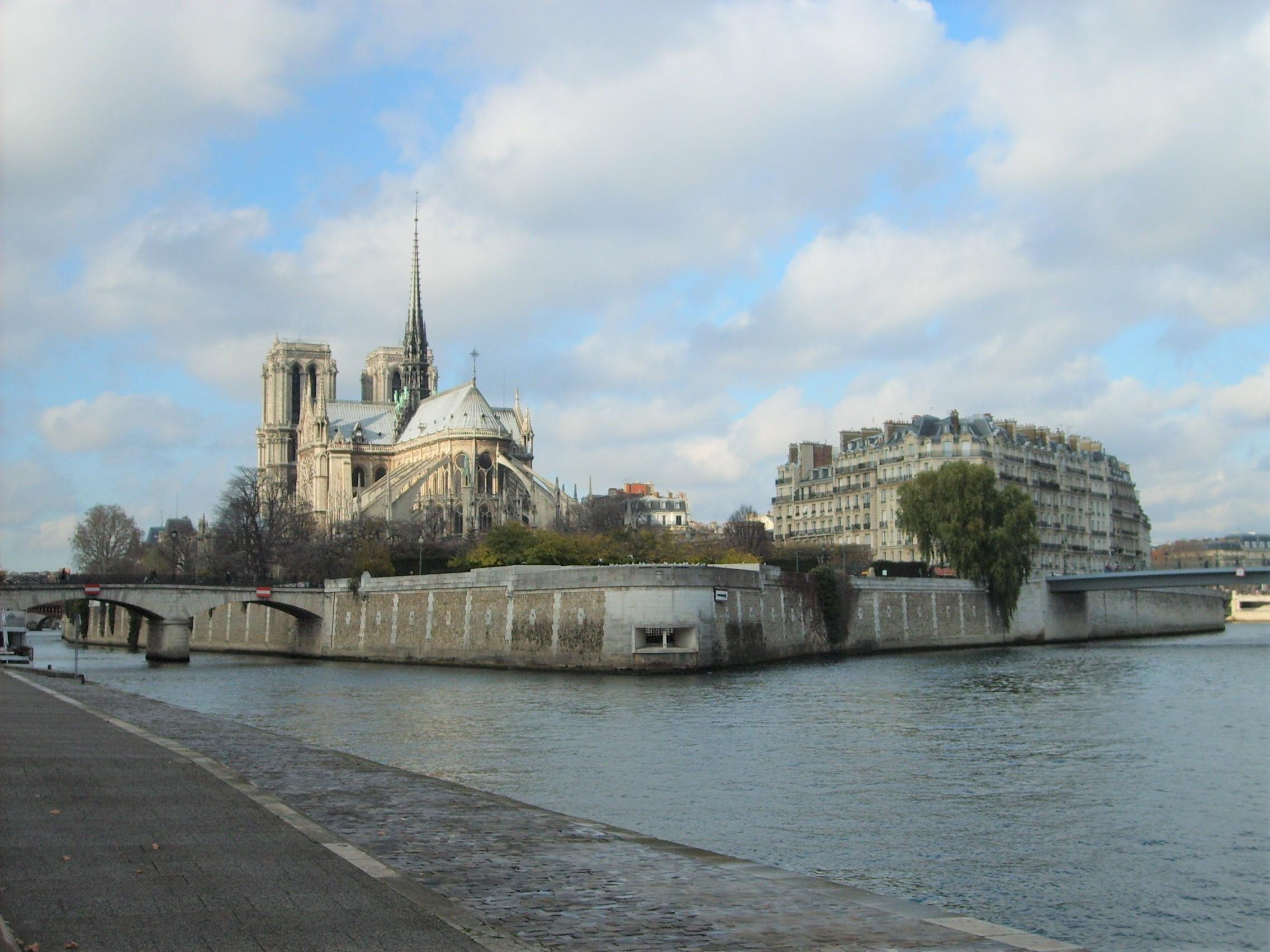 http://episeine.fr/sites/default/files/thumbnails/image/paris-notre-dame-cathedral.jpg